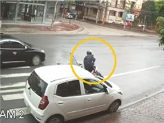 """CLIP HOT NGÀY 7/7: Mở cửa xe ôtô bất cẩn gây tai nạn, kỳ đà """"xơi tái"""" bầy chuột"""