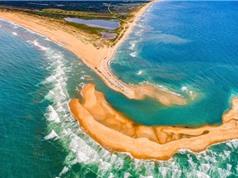 Bãi cạn hình trăng lưỡi liềm nổi lên ngoài bờ biển Mỹ