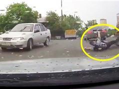 CLIP HOT NGÀY 10/7: Ôtô tông người đi xe đạp, báo cướp mồi của cá sấu
