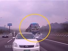 Clip: Tài xế xe buýt ngủ gật, gây tai nạn kinh hoàng