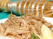 Lạ lùng món ăn cuộn trong rơm vàng trở thành đặc sản miền Trung