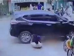 """Clip: Ôtô """"điên"""" tông hàng loạt người trên phố khiến 1 người tử vong tại chỗ"""