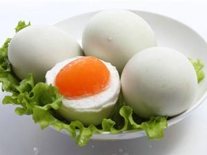 Hai cách làm trứng muối vô cùng đơn giản