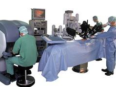Có tồn tại cuộc đấu giữa robot và bác sĩ phẫu thuật?