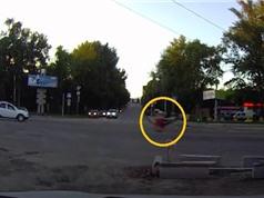 Clip: Biker tử vong tại chỗ chỉ vì... thích thể hiện