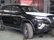 """""""Soi"""" Toyota Fortuner 2017 bản Trung Đông đầu tiên về Việt Nam"""