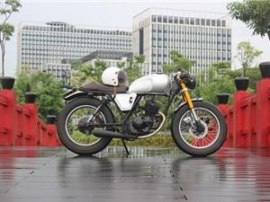 Xe côn tay Suzuki 125 phân khối độ phong cách cổ điển của thợ Việt