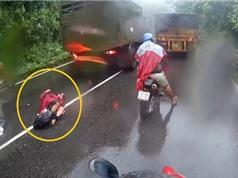 Clip: Xe tải vượt ẩu, gây tai nạn thảm khốc cho xe máy trên đèo Bảo Lộc