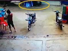Clip: Đang đi trên đường, ông cụ bị xe ben cán chết tại Đăk Lăk