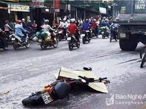 Clip: Va chạm với xe ben, nữ sinh tử vong tại chỗ ở Nghệ An