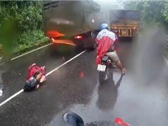 CLIP HOT NGÀY 31/7: Xe ben tông chết người tại Đăk Lăk, tai nạn kinh hoàng trên đèo Bảo Lộc