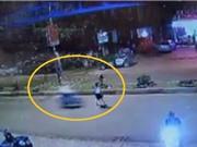 Clip: Chạy sang đường, cô gái bị tông chấn thương sọ não tại Đăk Lăk