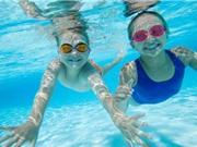 Những nguy cơ đáng sợ mà bố mẹ cần tránh khi cho trẻ học bơi