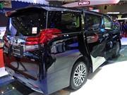 Cận cảnh Toyota Alphard giá hơn 3,5 tỷ đồng tại Việt Nam