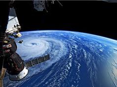 Siêu bão càn quét đại dương nhìn từ Trạm vũ trụ quốc tế