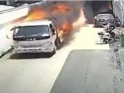 Clip: Người đàn ông liều mình lái xe tải bốc cháy ra khỏi khu dân cư