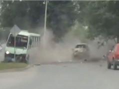 """CLIP HOT NGÀY 11/8: Gây tai nạn thảm khốc vì dùng điện thoại khi lái xe, ôtô """"đấu đầu"""" xe khách"""