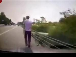 Clip: Dùng điện thoại lúc lái xe, tài xế gây tai nạn thảm khốc