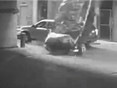Clip: Tài xế sống sót thần kỳ sau khi ôtô rơi từ tầng 7