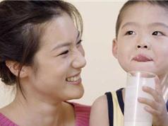 Dùng sữa tươi cho bé thế nào cho hợp lý
