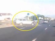 Clip: Gặp tai nạn giao thông nghiêm trọng vì lái xe ẩu
