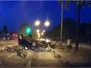 CLIP HOT NGÀY 16/8: Gây tai nạn chết người khi tông vào con lươn, bé trai bị xe bán tải húc văng