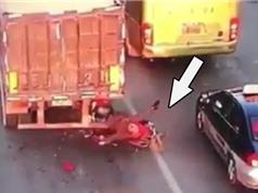 CLIP HOT NGÀY 17/8: Chết thảm khi húc vào đuôi xe container, thanh niên gây tai nạn liên hoàn ở Đồng Nai