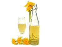 Tự ngâm rượu hoa cúc trị đau đầu, cải thiện thị lực