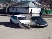 Clip: Những vụ tai nạn kinh hoàng tại các giao lộ
