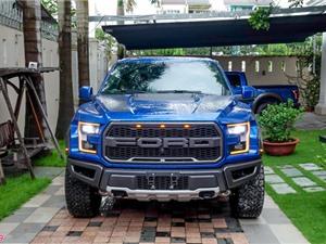 Cận cảnh 2 xe bán tải tiền tỷ Ford F-150 Raptor tại Sài Gòn