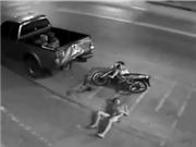 Hai thanh niên chết thảm vì phóng xe quá nhanh, dừng xe trước đầu container người đàn ông bị kéo lê