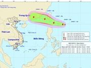 Bão Hato hướng vào biển Đông