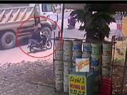 Clip: Xe ben cuốn vào gầm, cán nát 2 chân nam sinh tại Đồng Nai