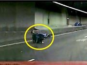 Clip: Biker bị ôtô tông lăn lộn trong đường hầm