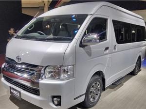 """Chi tiết xe khách """"sang chảnh"""" Toyota Hiace Luxury"""