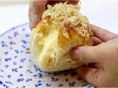 Clip: Tự làm bánh mì chà bông nhân phô mai tan chảy ngon tuyệt