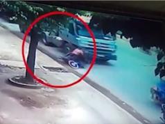 Clip: Xe máy ngã, hai thanh niên bị xe bồn cán tại Bình Dương