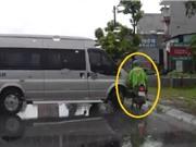 Clip: Ford Transit quay đầu, tông xe máy đi ngược chiều tại Hải Phòng