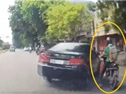 Clip: Cận cảnh ôtô quay đầu với tốc độ cao, húc văng xe máy