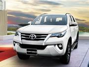 XE HOT NGÀY 4/9: Toyota Fortuner lần đầu tiên giảm giá, xe hatchback giá gần 86 triệu đồng