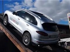 Clip: Lái xe Porsche Cayenne Turbo S chinh phục địa hình