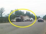 Clip: Những tình huống tai nạn giao thông ngớ ngẩn