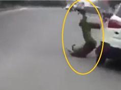 Clip: Ford EcoSport hất văng cảnh sát rồi bỏ chạy ở Hà Nội