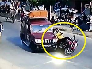Clip: Qua đường không quan sát, thanh niên bị tông lăn lộn