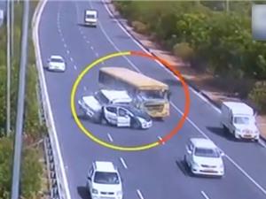 Clip: Những tai nạn giao thông thảm khốc trên mọi cung đường