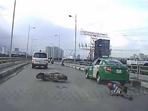 CLIP HOT NGÀY 19/9: Thanh niên bị tông văng lên nóc capô, lợn rừng tấn công báo