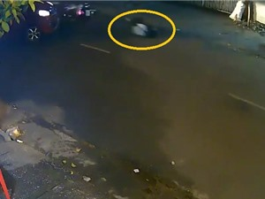 Clip: Quay đầu ẩu, ôtô gây tai nạn cho xe máy
