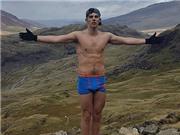 Thanh niên mặc quần siêu nhân leo núi 1.085 mét phải cấp cứu gấp
