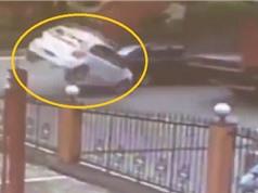 Clip: Xe ben gây tai nạn hy hữu cho ôtô 4 chỗ