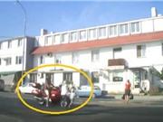 Clip: Môtô phân khối lớn gây tai nạn thương tâm cho 2 bà cháu